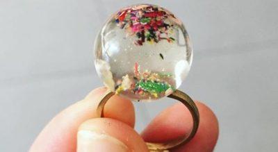 joyas hechas con lapiceros de colores en Barcelona